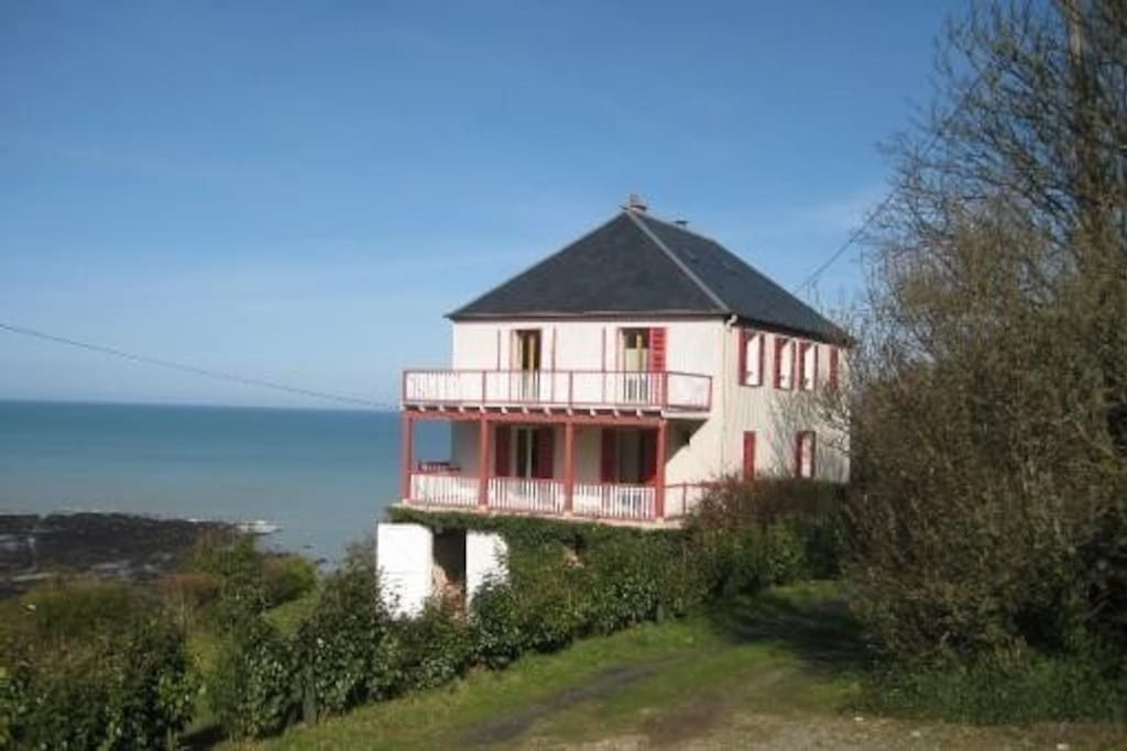 villa vue sur la mer 2h de paris maisons louer saint pierre en port haute normandie. Black Bedroom Furniture Sets. Home Design Ideas