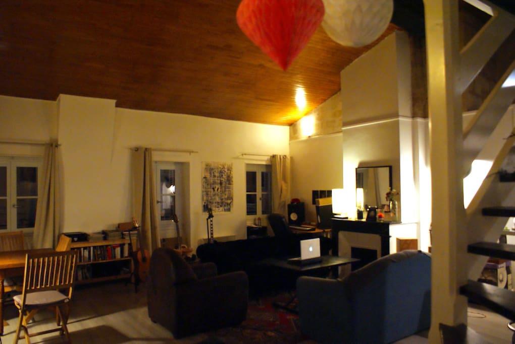 Chambre spacieuse dans l 39 hyper centre appartements for Appartement bordeaux centre a louer