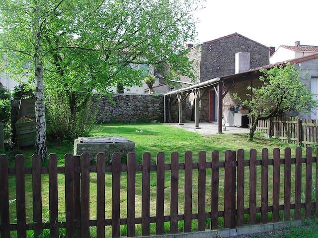 La Loupiote , à 4 kms du Puy du Fou - Chambretaud - Oda + Kahvaltı