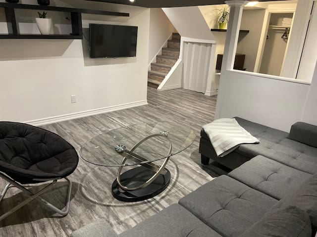 Cozy and calm basement apartment near port credit