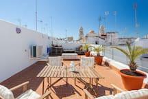 La misma perspectiva de la terraza privada pero con un ángulo diferente
