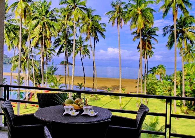 Apartment 1 Bedroom,  Beach front, sleeps 2+2 kids - Ko Chang - Leilighet