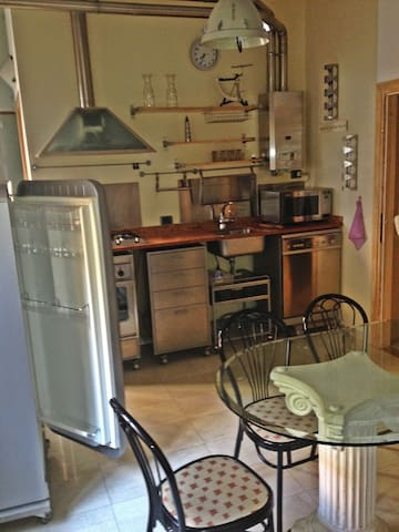 """""""movable"""" (everything has wheels) Hi-tech Kitchen with SMEG gas fires, refrigerator, dishwasher, ALPES oven and Hitachi microwave + """"movable"""" Doric capital Crystal glass dinner table also on wheels"""