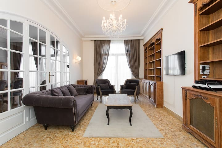 New 4 bedrooms: 400m from Palais!