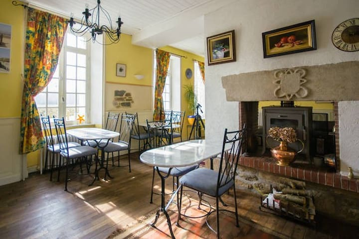 Breton Mill Room 2 Single Beds - Jugon-les-Lacs - B&B
