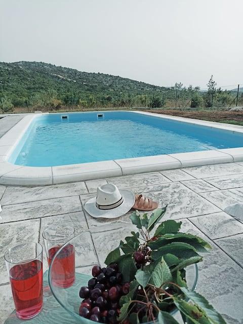 Obiteljsko naselje Kuća s bazenom