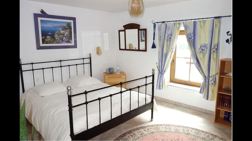 Standing bedroom near Luxembourg - Rochonvillers - Bed & Breakfast