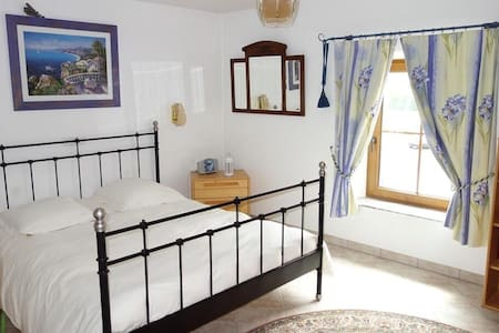 Standing bedroom near Luxembourg - Bed & Breakfast