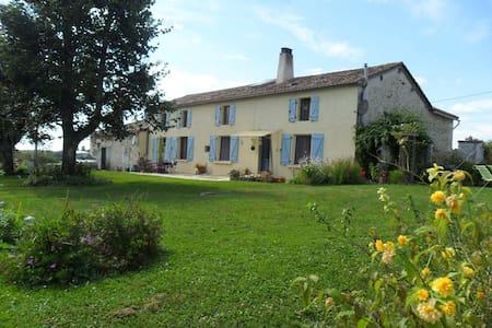 Chambre pres de Villebois-Lavalette - Charente - Bed & Breakfast