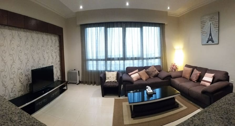 2 bedroom entire home seaview in salmiya - Kuwait City - Lejlighed