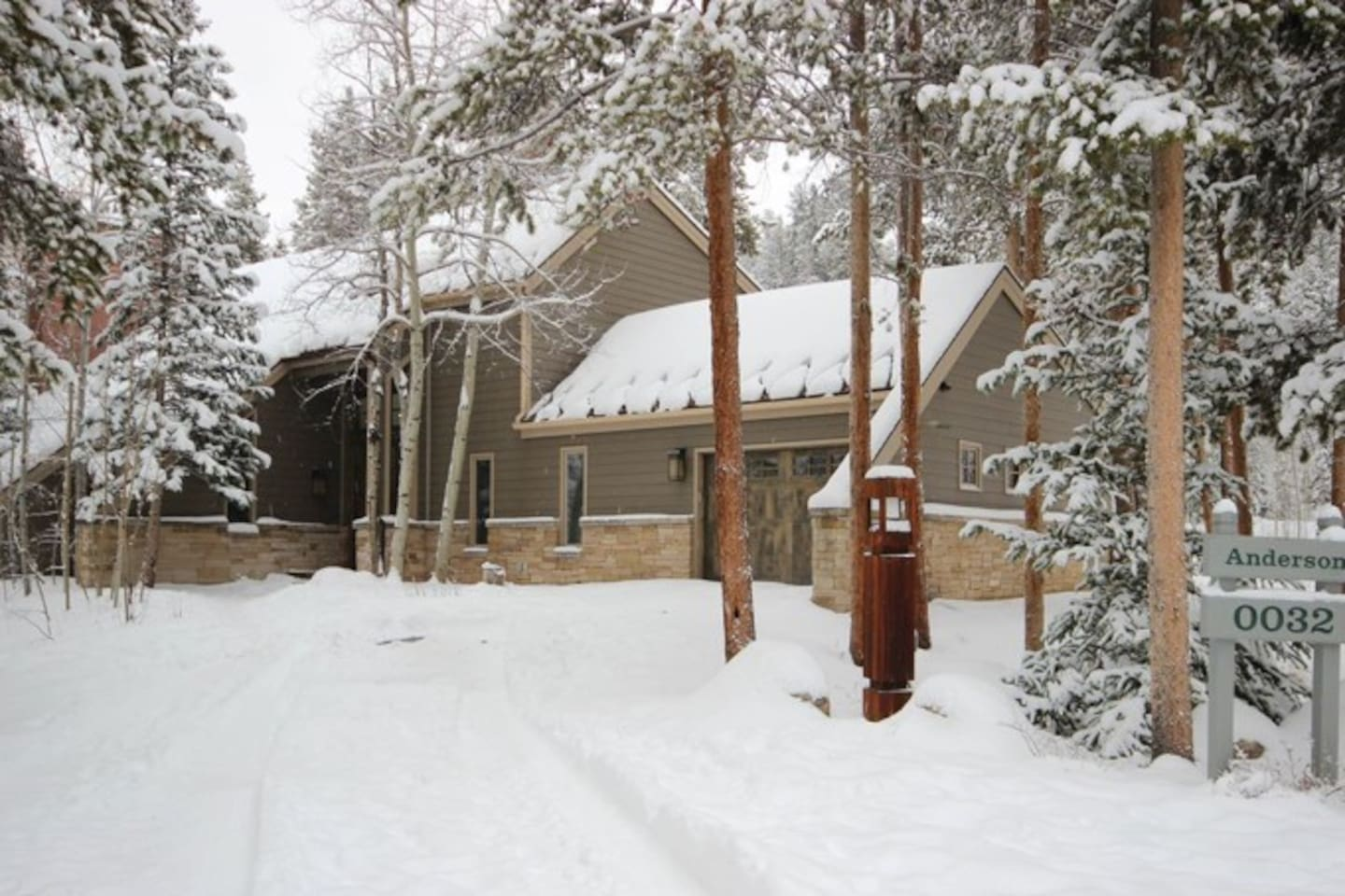 Welcome to our home! Private home on Cul de Sac right off Soda Ridge Rd