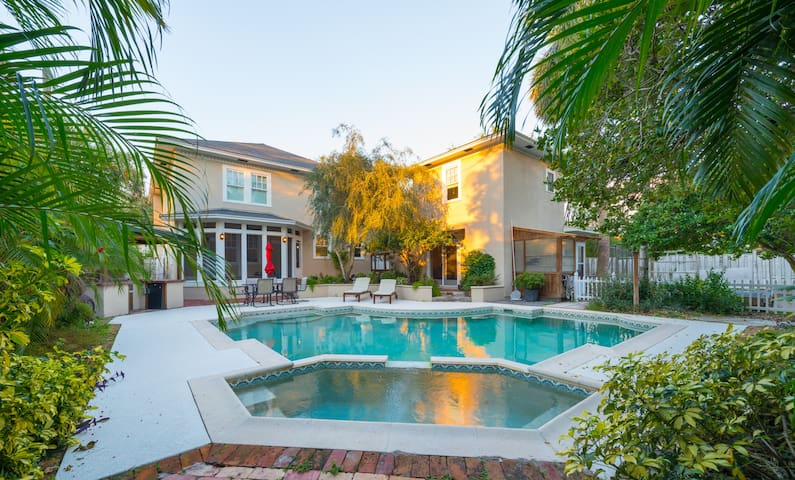 Private Poolside Guest House in Winter Park