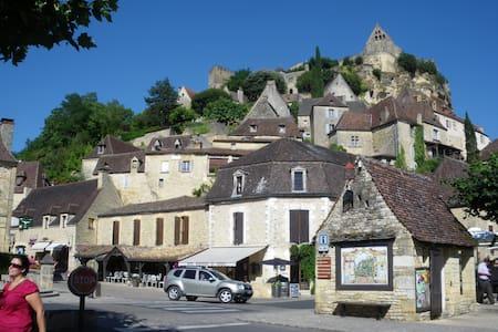 Sous le chateau de Beynac - Beynac et cazenac - Lejlighed