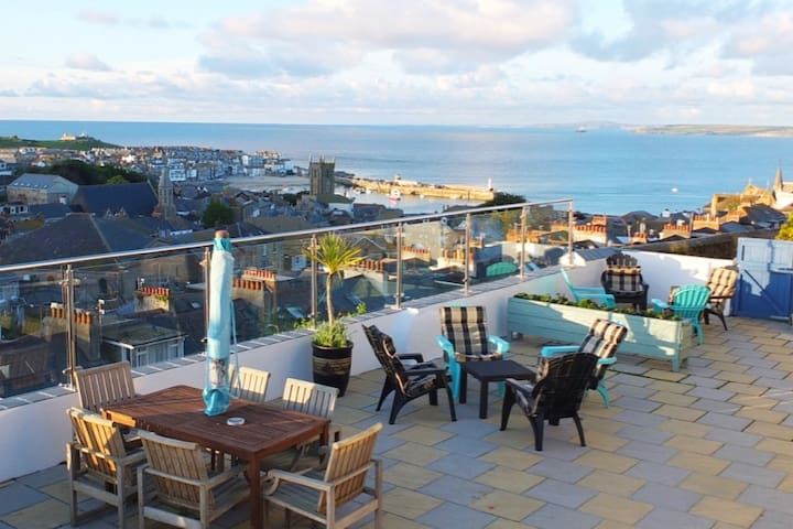 Harbour's Rest,St Ives town,beaches,private room.