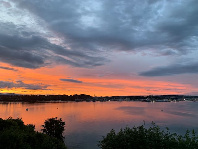 Ravens' Roost: Beautiful View, Peaceful Setting