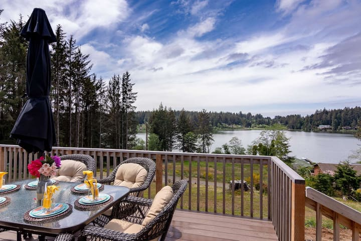 Peaceful Lake Retreat with Stunning Views! Pet Friendly, Walk to Siltcoos Lake, Relaxing Deck w/BBQ