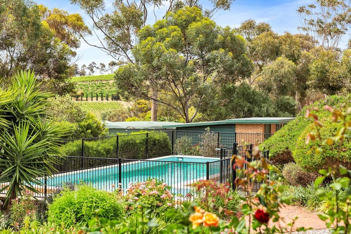 McLaren Vale, Las Vinas Holiday Home on 4 acres