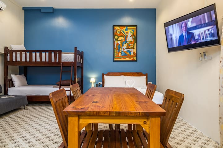 Big Room for Friends! w/pool! ***JUST RENOVATED***