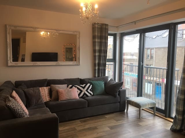 Stunning 1 Bedroom Town Centre Apartment