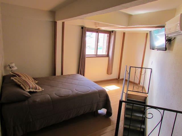 Apartamento com ar, wi-fi e cozinha equipada