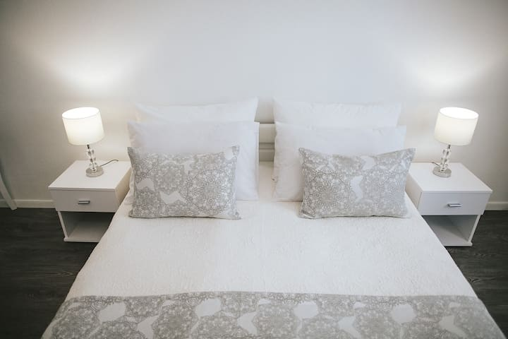 Standard King Room with king size bed 4