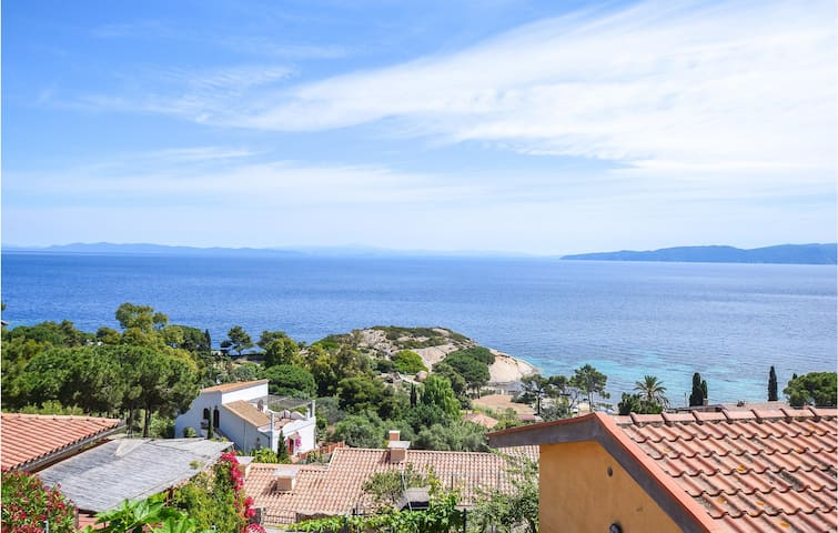 Holiday cottage with 2 bedrooms on 70m² in Giglio Campese