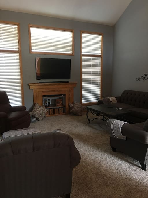 Family room, TV with DirectTV