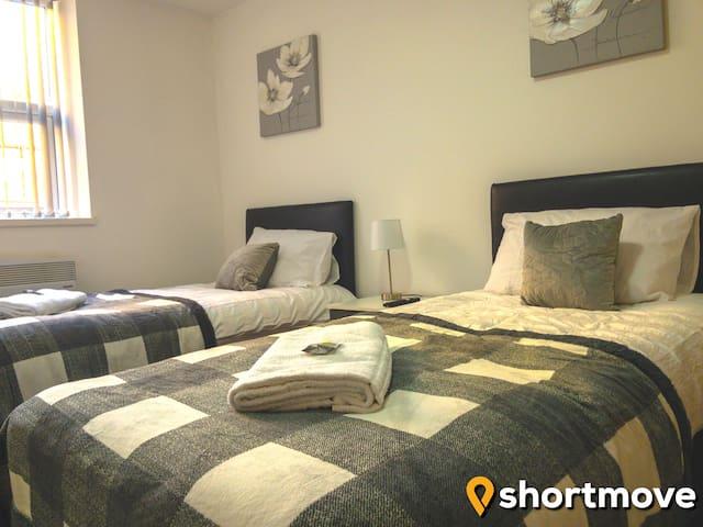 SHORTMOVE | Central Studio | Twin Beds | Kitchen