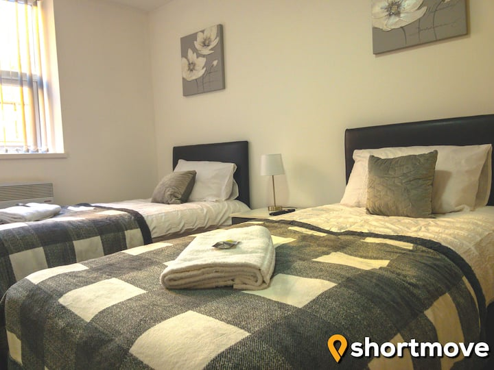 SHORTMOVE | Central Studio | Twin Beds | Kitchen
