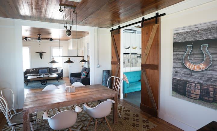 Historic Farmhouse - 10.5 Acres - Sleeps 8