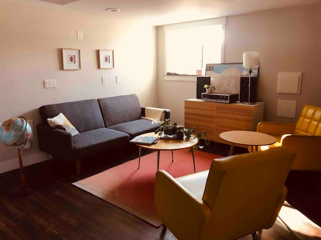 Spacious 2 bedroom close to everything!