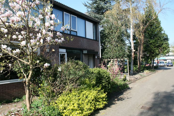 Cosy family house (5 min bike to Amsterdam Center) - Amsterdam - House