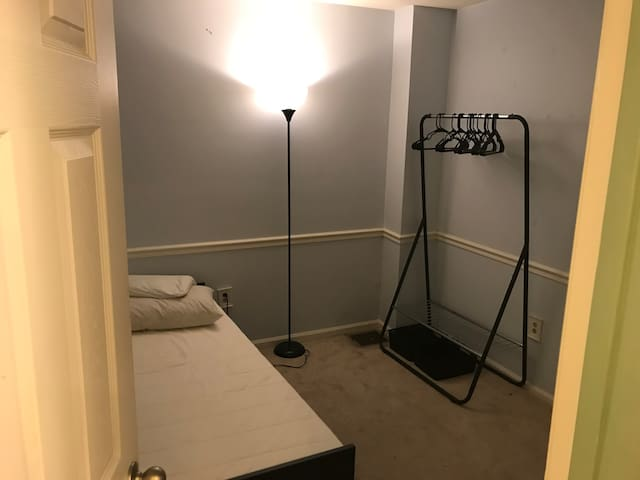 Single Room in the heart of Canton