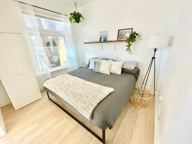Comfy king bed with natural light and stylish vibes to help you rest easy!