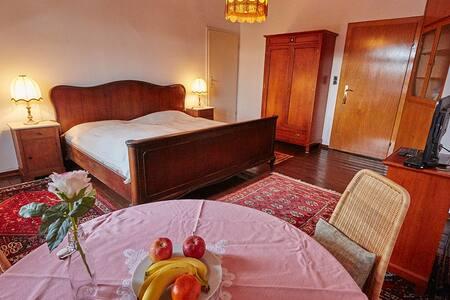 1 Doppelzimmer im Zentrum von Maintal Bischofsheim