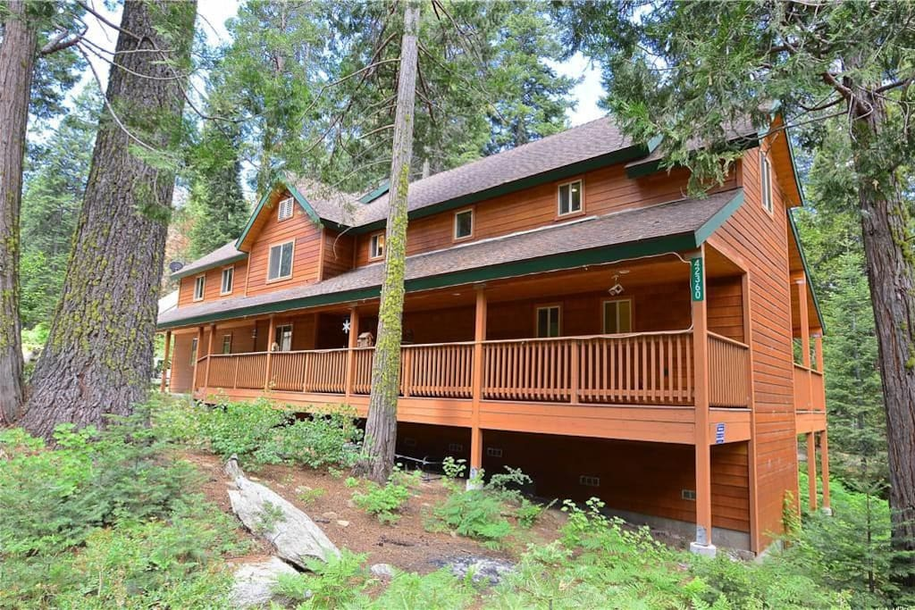 Bear bottom cabin apartments for rent in shaver lake for Airbnb cabins california