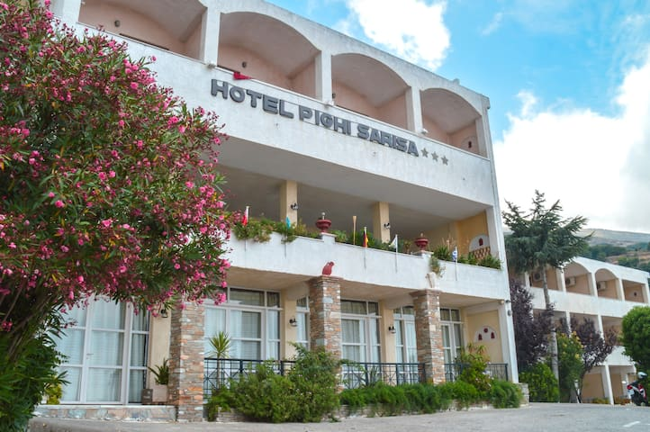 Bed And Breakfast Σε Sariza Spring Hotel, Andros