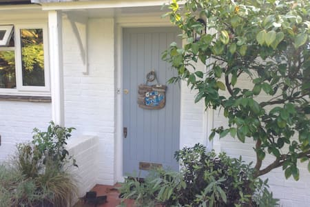 Charming cottage in Itchenor - Itchenor - บ้าน
