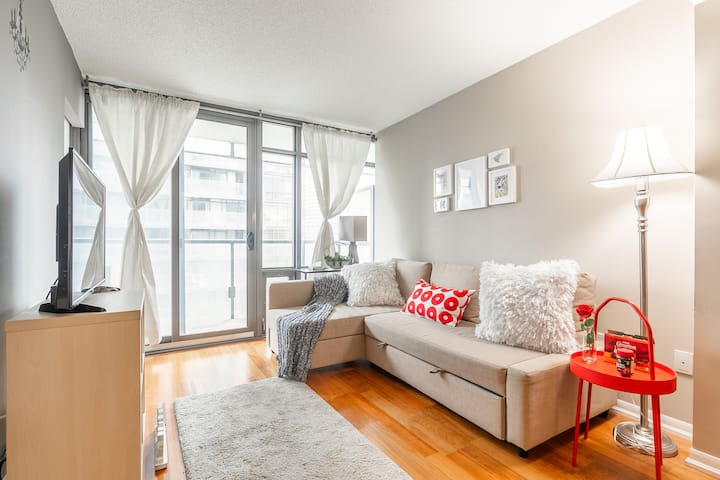 Breathtaking 2BR Flat in Downtown With Parking