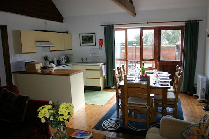 Owl Barn, sleeps 6 - Wickmere - Rumah