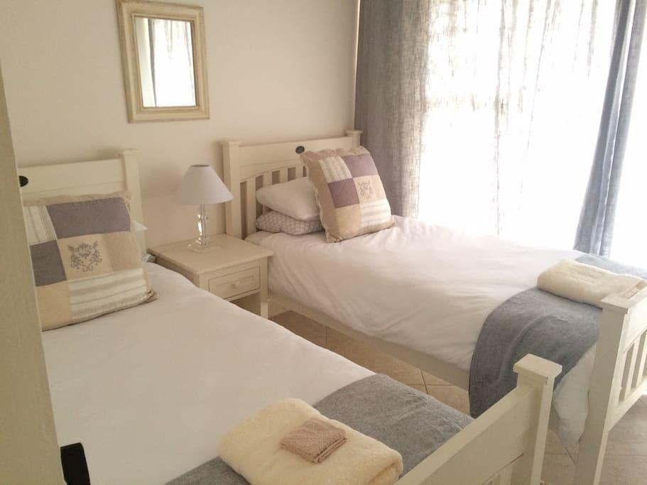 Kids Room / 2 Single Beds