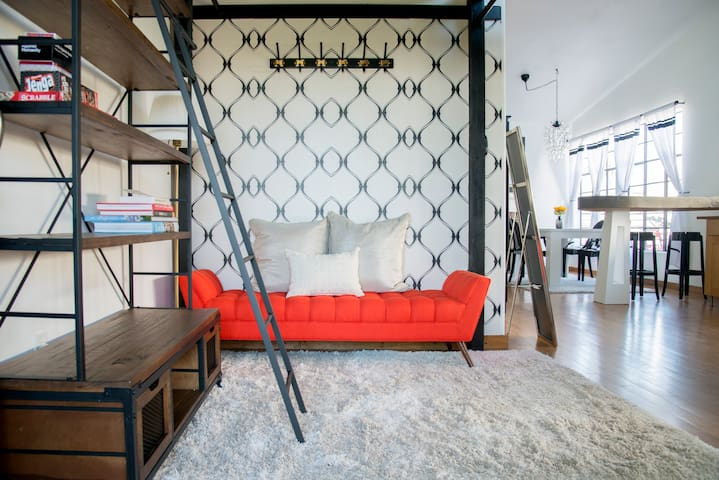 THE LOFT - Boutique Silver Lake Rental