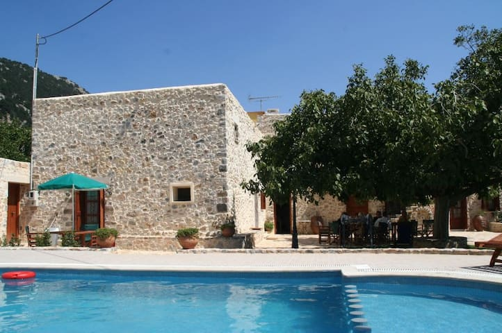 Traditional Villa with pool - Ιμπρος - Willa