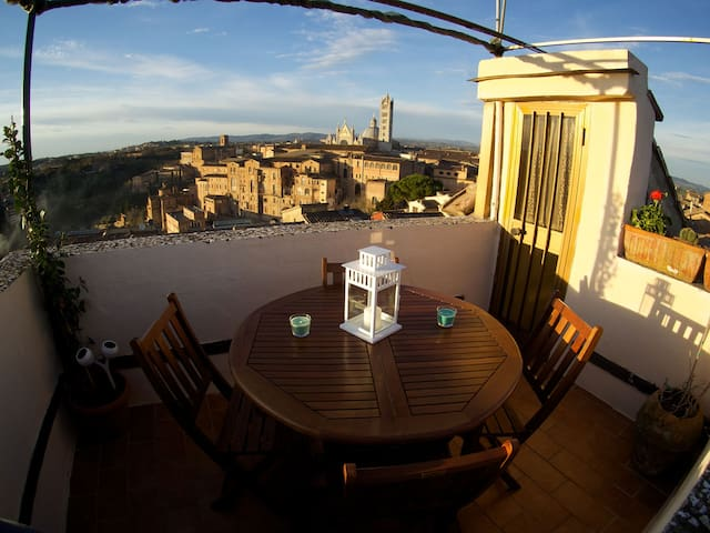 Live Siena from the very top - Сиена - Квартира