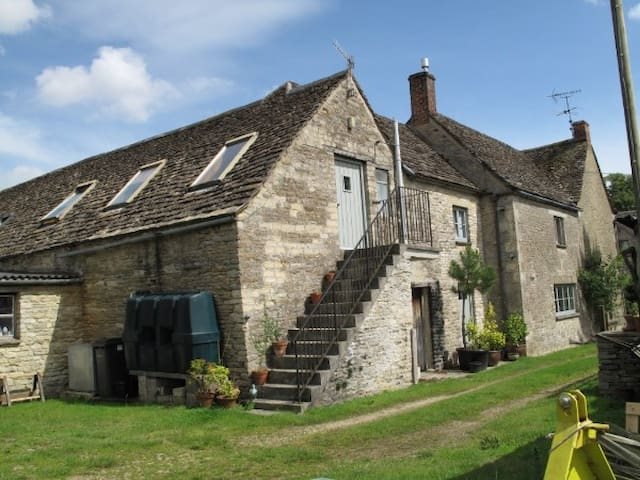 The Tallet at The Old Farmhouse -  Preston Cirencester - Lägenhet