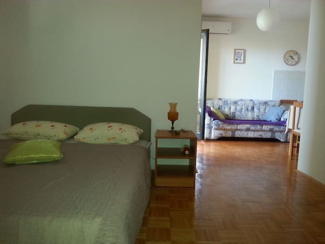 Lovely studio apartment close to Soline beach - Biograd na Moru - Apartamento