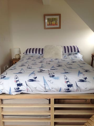 Family loft room, sleeps 4 - Charmouth
