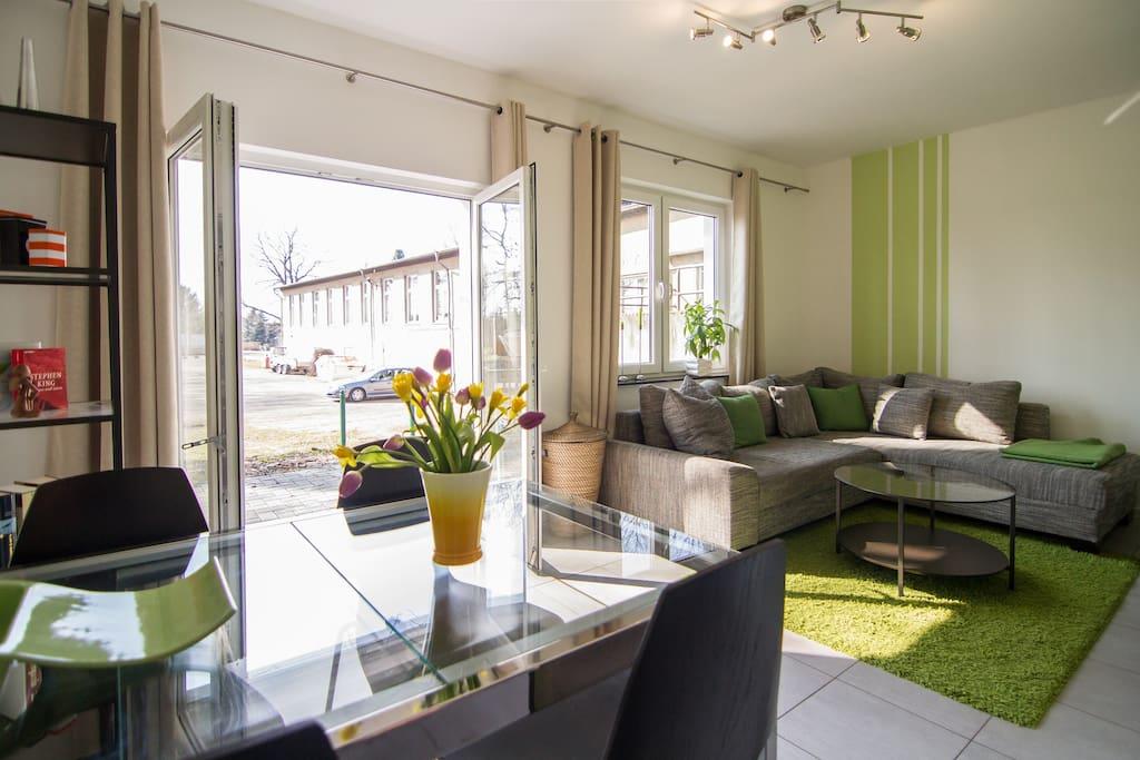 Wohnzimmer + Essecke / living room + dining