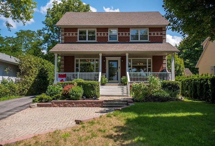 One of a Kind Cozy  Lakefront Home in Georgina