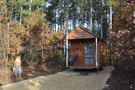 Cozy-Romantic- Tiny House on Wheels-Near the Dells